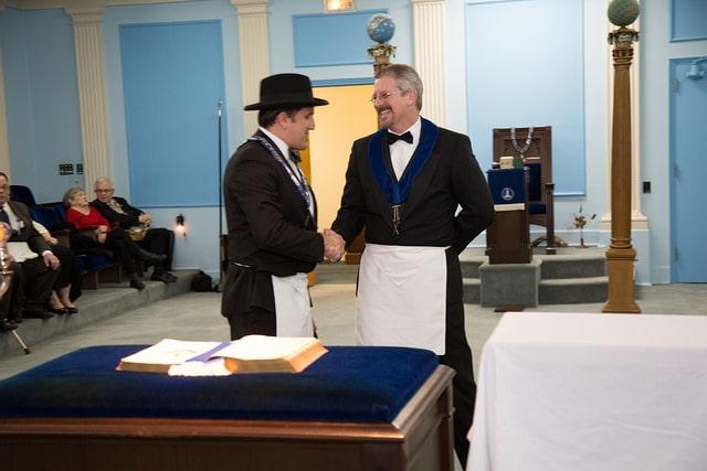 W. Master Jeff Maynor presents award to W. Bro. Shane